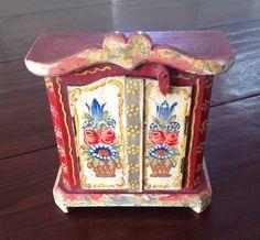Zauberhafter alter Schrank Puppenschrank Kasten Puppenstube dollhouse wardrobe   eBay
