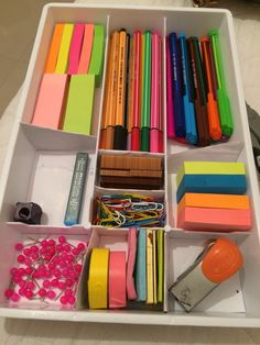 Tentando organizar meu office!!! School Organization, Organization Hacks, Desk Essentials, Study Room Decor, Artist Pencils, Stationery Pens, Cute School Supplies, School Notes, Diy Desk