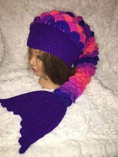 Crochet Hats Design Ravelry: Heads or Tails Mermaid Hat pattern by Ashleigh Vanderlaan - Notes Crochet Animal Hats, Crochet Beanie, Cute Crochet, Crochet For Kids, Crochet Crafts, Crochet Yarn, Crochet Mermaid Tail Pattern, Crochet Designs, Crochet Patterns