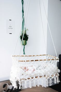 rock that baby a sleep. Hanging bassinet basic white exclusive with rock that LA. rock that baby a Baby Bedroom, Baby Room Decor, Nursery Decor, Baby Bassinet, Baby Cribs, Hanging Bassinet, Hanging Crib, Diy Hanging, Boho Baby
