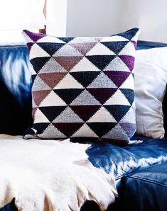 Tunesisk Hækling - Til dig og din bolig af Pernille Cordes Tunisian crochet triangle pillow