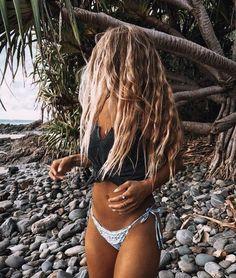 Trendy Beachwear for the Summer Blonde Plage, Surfergirl Style, Tumbrl Girls, Summer Aesthetic, Beach Hair, Summer Pictures, Swimsuits, Swimwear, Summer Vibes
