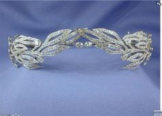 Another possible Kochert tiara, circa 1900. Featuring either olive, or mistletoe, leaves, with circular diamond fruits. Seen here gracing the site of S J Phillips, of New Bond Street, at one point. Before that see next pin