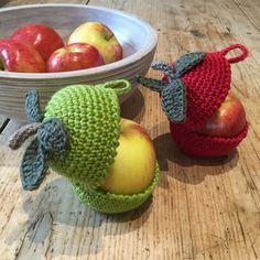 Mesmerizing Crochet an Amigurumi Rabbit Ideas. Lovely Crochet an Amigurumi Rabbit Ideas. Crochet Apple, Crochet Fruit, Crochet Food, Crochet Kitchen, Cute Crochet, Vintage Crochet, Crochet Baby, Crochet Teacher Gifts, Crochet Gifts