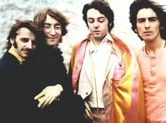 aww Ringo and John, and what's Paul looking at? haha and George *O*