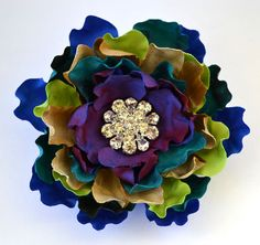 Peacock Silk Dupioni Vittoria Blossom Brooch-interesting colors together. Faux Flowers, Diy Flowers, Fabric Flowers, Paper Flowers, Ribbon Art, Fabric Ribbon, Ribbon Flower, Textile Jewelry, Fabric Jewelry