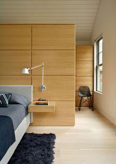 Contemporary cottage design flooded with light in Sagaponack Wardrobe Behind Bed, Bedroom Wardrobe, Master Bedroom, Contemporary Cottage, Modern Cottage, Contemporary Bedroom, Modern Bedroom, Best Interior, Modern Interior Design