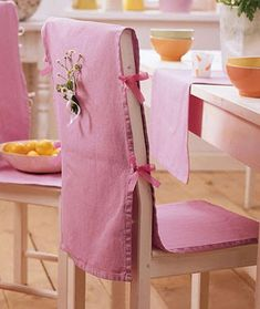 Simplified chair covers for dining room - love this, but make them with deep blue-red colored fabric :) Dining Chair Covers, Furniture Covers, Table Covers, Seat Covers, Modern Furniture, Furniture Design, Home Crafts, Diy Home Decor, Slipcovers For Chairs
