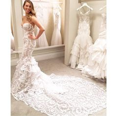 Wow! How stunning is this gown? We are completely obsessed tag your girls who'd look amazing in this sexy @pninatornai gown!