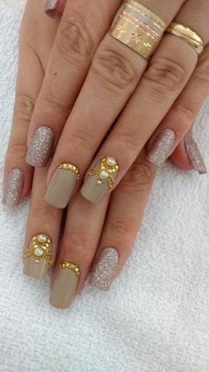 Resultado de imagem para unha decorada olho de gato Nail Art Hacks, Gel Nail Art, Manicure And Pedicure, Gem Nail Designs, Pretty Nail Designs, Prom Nails, Fun Nails, Lily Nails, Luxury Nails