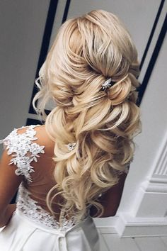 Summer Wedding Ideas - Summer wedding hairstyles are different, because brides have many options for long hair or medium hair. We have collected the best bridal ideas for you! Summer Wedding Makeup, Best Wedding Makeup, Wedding Summer, Wedding Nails, Summer Wedding Hairstyles, Bride Hairstyles, Hair Comb Wedding, Bridal Hair, Medium Hair Styles