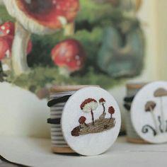 mushroom woodland embroidery ♥ hongos bordados