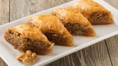 Easy Baklava Recipe in the Kitchen of the Bride Mutfakta Kola. - Pratik Hızlı ve Kolay Yemek Tarifleri The Bride, Fitness Tattoos, Cheap Cruises, Homemade Beauty Products, Spanakopita, Travel Size Products, Easy, Dishes, Ethnic Recipes