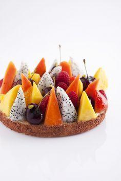 tarte aux fruits (no recipe. Fruit Recipes, Sweet Recipes, Dessert Recipes, Just Desserts, Delicious Desserts, Yummy Food, Weight Watcher Desserts, Low Carb Dessert, Dessert Healthy