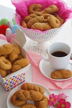 Cookies with Tahini Tahini Cookies Recipe, Cookie Dough Pie, Greek Cookies, Kitchen Stories, Greek Recipes, Easter Recipes, Cookie Recipes, Biscuits, Vegetarian Recipes
