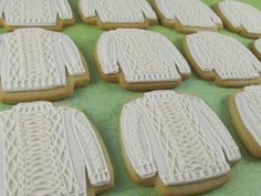 Christmas baking: Irish knit sweater cookies by Laura Courtemanche