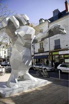 Place du grand marché à Tours - Le monstre de Xavier Veilhan