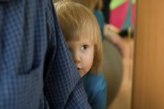 Shy babies need secure parent bond to help prevent potential teen anxiety