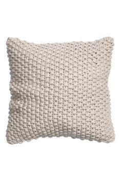 Чехол для подушки: Чехол для подушки фактурной вязки с обратной стороной из хлопковой ткани. Потайная молния.