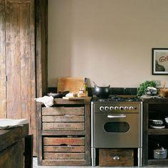 Pormenor: cozinha com banca de madeira   Eu Decoro
