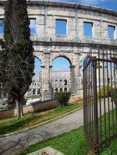 The Pula Amphitheater or Arena is one of the six largest Roman amphitheaters in the world. Croatia Tourism, Croatia Travel, Istria Croatia, Dubrovnik Croatia, Travel Bugs, Us Travel, Thousand Islands, Adriatic Sea, Pula