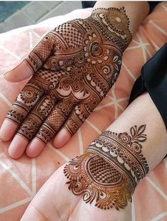 The mehndi ceremony is the most awaited and fun-filled rituals of an Indian wedding, it takes place . Can't get over the beauty of bridal Mehndi Designs for full hands? Henna Hand Designs, Mehndi Designs Finger, Mehndi Designs For Girls, Modern Mehndi Designs, Mehndi Designs For Fingers, Wedding Mehndi Designs, Mehndi Design Pictures, Latest Mehndi Designs, Henna Tattoo Designs