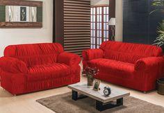 persiana horizontal preta para sala com sofá vermelho