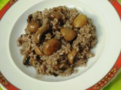 Arroz de cogumelos com vinho tinto e rosmaninho http://grafe-e-faca.com/pt/receitas/massas-arrozes-pizzas/arroz/arroz-de-cogumelos-com-vinho-tinto-e-rosmaninho/