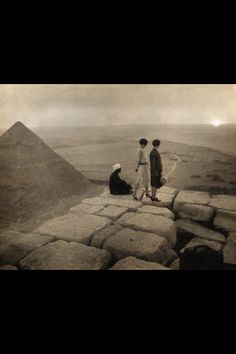 Vintage Picnic pyramids of Egypt!
