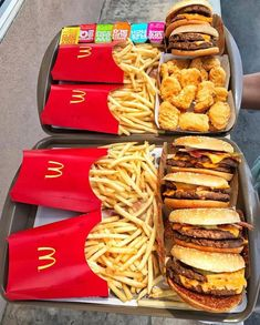 °⑅ - Food and drink - Fast Food Think Food, I Love Food, Good Food, Yummy Food, Yummy Snacks, Pyjama-party Essen, Mcdonalds Recipes, Comida Pizza, Sleepover Food