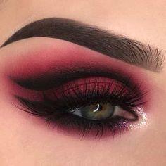Eye Makeup Blue, Makeup Eye Looks, Beautiful Eye Makeup, Goth Makeup, Eye Makeup Art, Eye Makeup Tips, Makeup Inspo, Eyeshadow Makeup, Beauty Makeup