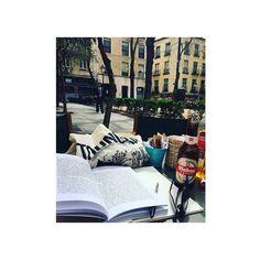 Comparte tus fotos del barrio con nosotros utilizando el #condeduquegente  @cris_pastor_  #Madrid #condeduquegente @mahou_es #condeduque #travel #studying #estudiando #libros #cerveza #gafas #terraza