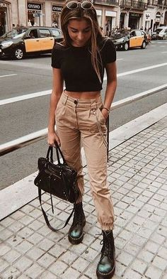 Ein Volta das Calças Cargos - A Volta das Calças Cargo – Sieht aus wie Com Calça Cargo, sieht aus wie Calça Utilitária, sie - Trend Fashion, Teen Fashion Outfits, Edgy Outfits, Casual Fall Outfits, Mode Outfits, Retro Outfits, Spring Outfits, Girl Outfits, Winter Outfits