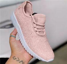 White Bottom Perfect Statement Sneakers Colorful Sneakers, Retro Sneakers, Casual Sneakers, Sneakers Fashion, Fashion Shoes, Style Fashion, Fashion Dresses, Nike Fashion, Streetwear Fashion