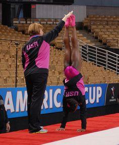 Simone Biles (USA) Podium Training for the 2013 American Cup Gymnastics History, Gymnastics Team, Artistic Gymnastics, Cheerleading, Gymnastics Posters, Bae, Romanian Girls, Simone Biles, Female Gymnast