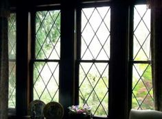 Windows of Tudor Houses: like the simple lattice pattern for front study window Casement Windows, Windows And Doors, Tutor Style Homes, English Country Cottages, Window Grill, Bold Wallpaper, English Tudor, Tudor House, Bathroom Windows