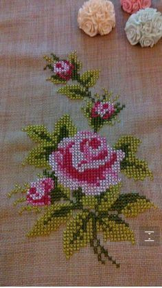 This Pin was discovered by Gül Xmas Cross Stitch, Cross Stitch Heart, Cross Stitch Borders, Cross Stitch Flowers, Cross Stitch Designs, Cross Stitching, Cross Stitch Patterns, Hand Embroidery Designs, Ribbon Embroidery
