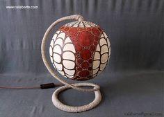 Artefacto de luz hecho con una calabaza