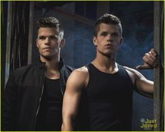Charlie Carver and Max Carver in Teen Wolf Max Carver, Max And Charlie Carver, Carver Twins, Teen Wolf Cast, Teen Wolf Twins, Cody Christian, Dylan Sprayberry, Daniel Sharman, Cub Scouts