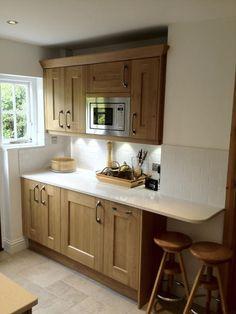 Kitchen Cabinets And Worktops, Kitchen Drawers, Oak Cabinets, Oak Kitchens, Small Kitchens, Mirror Quartz, Real Kitchen, Corner Storage, Compact Kitchen