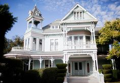 My future tea house! Victorian Architecture, Historical Architecture, Beautiful Architecture, Beautiful Buildings, Architecture Details, Beautiful Homes, Real Haunted Houses, Second Empire, Victorian Homes