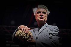 (Por Karen Waleria) O multifacetado David Byrne que agrega as funções de cantor, compositor e produtor musical se apresentou na capital gaúcha na última quinta-feira, dia 22 de março, depois de um hiato de 14 anos. Essa é a terceira vez que o músico se apresenta em Porto Alegre.
