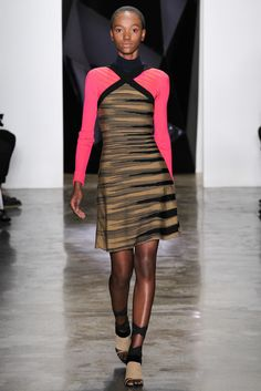 There's a lot of strong graphic going on in this single look, but I'm digging it -- especially those pops of pink. Ohne Titel Fall 2015 Ready-to-Wear