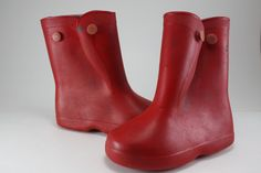 those little red boot/galoshes Yes, the kind that went over shoes!then you had to put a plastic sack over your shoes in side the boots lolol bc it was hard being a child then lolol bc My Childhood Memories, Great Memories, Childhood Toys, Baby Memories, Nostalgia, Over Boots, Baby Boomer, Look Vintage, Vintage Stuff