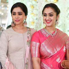 Celeb Style : K town ladies ruling in gorgeous sarees Blouse Designs Silk, Saree Blouse Patterns, Kurta Designs, Dress Designs, Indian Silk Sarees, Indian Beauty Saree, Ethnic Sarees, Indian Gowns, Saris
