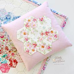 les 295 meilleures images du tableau crafty quilt patchwork sur pinterest kits de. Black Bedroom Furniture Sets. Home Design Ideas