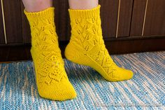 Free Crochet Patterns: No doubt is a excellent pattern of knitting Knitting Socks, Knitting Stitches, Free Knitting, Baby Knitting, Free Crochet, Knitting Patterns, Knit Crochet, Crochet Patterns, Knitting Videos