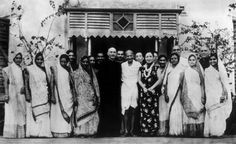 Premier of the Republic of China Chiang Kai-shek (1887-1975) with his wife, Soong May-ling (1898-2003), stand either side of Mahatma Gandhi after a meeting between Chiang Kai-shek and Gandhi to discuss matters of common concern to both India and China, in India, around the 1930s. (Photo by Keystone/Hulton Archive/Getty Images)