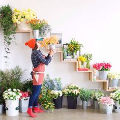 Yesterday our office got filled w/ the most beautiful flowers for the florist workshop hosted by and us at the apron HQ today ☺️☺️☺️ 👊 pic by Flower Shop Design, Flower Designs, Design Shop, Flower Shop Decor, Flower Shop Interiors, Design Interiors, Photos Booth, Flower Boutique, Flower Studio