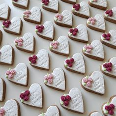 Sugar Art, Cookies, Desserts, Food, Cookies For Wedding, Crack Crackers, Tailgate Desserts, Deserts, Biscuits